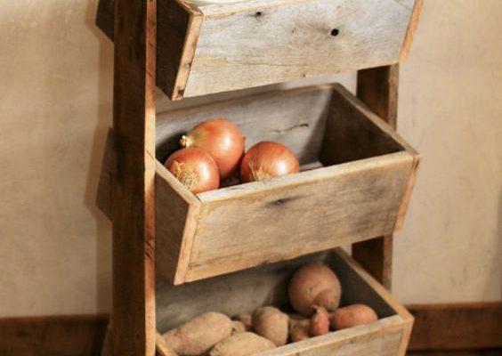 Holzständer in der Küche
